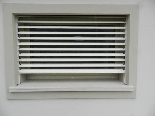 Frangisole apribile motorizzato in alluminio - Frangisole esterni per finestre ...