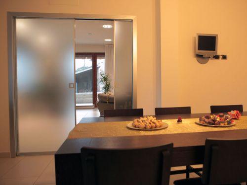 Porta interna scorrevole a scomparsa alluminio vetro - Porta scorrevole interna ...