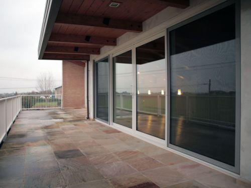 Infissi finestra alzante scorrevole in legno Finestra grande scorrevole