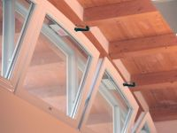 Infissi: finestre a vasistas in pvc motorizzate